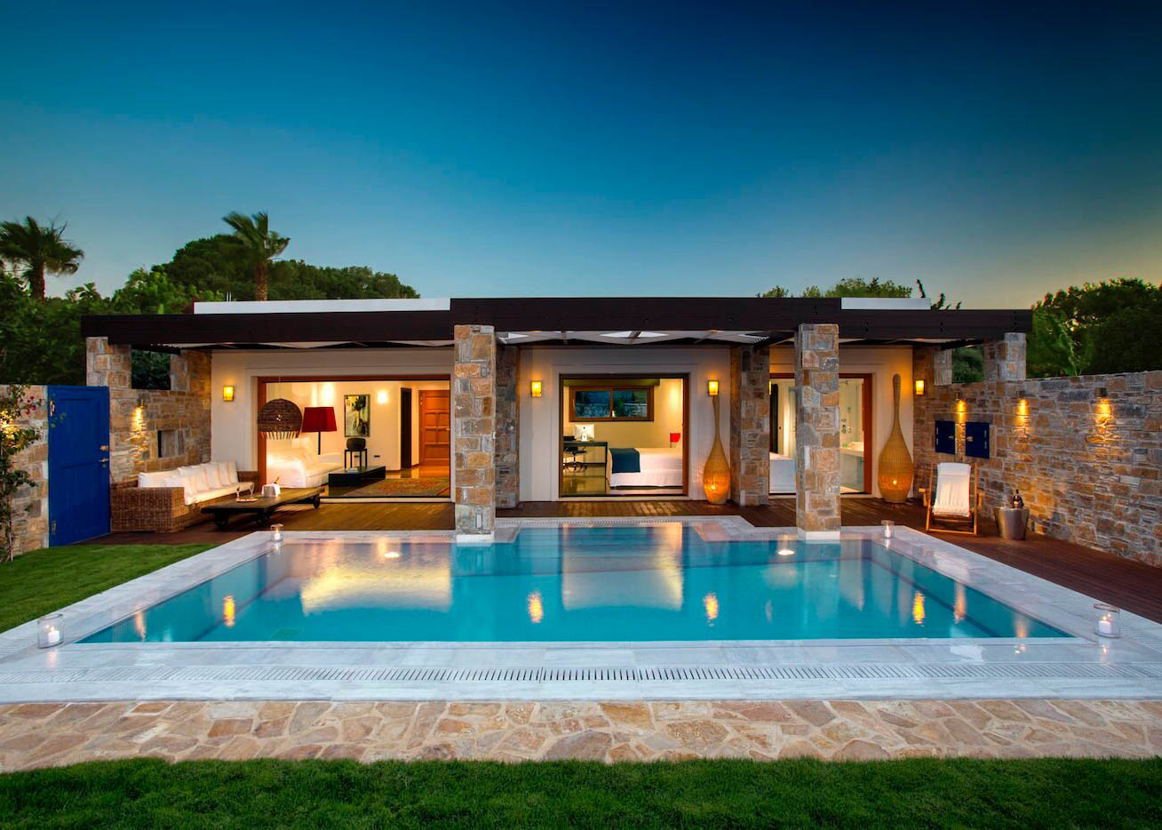 One royal spa villa pool
