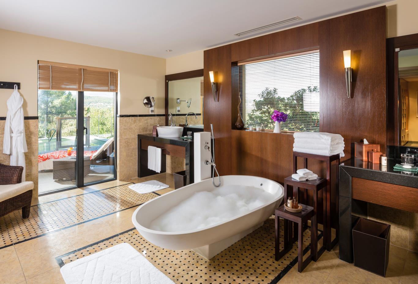 villa-terre-blanche-bathroom