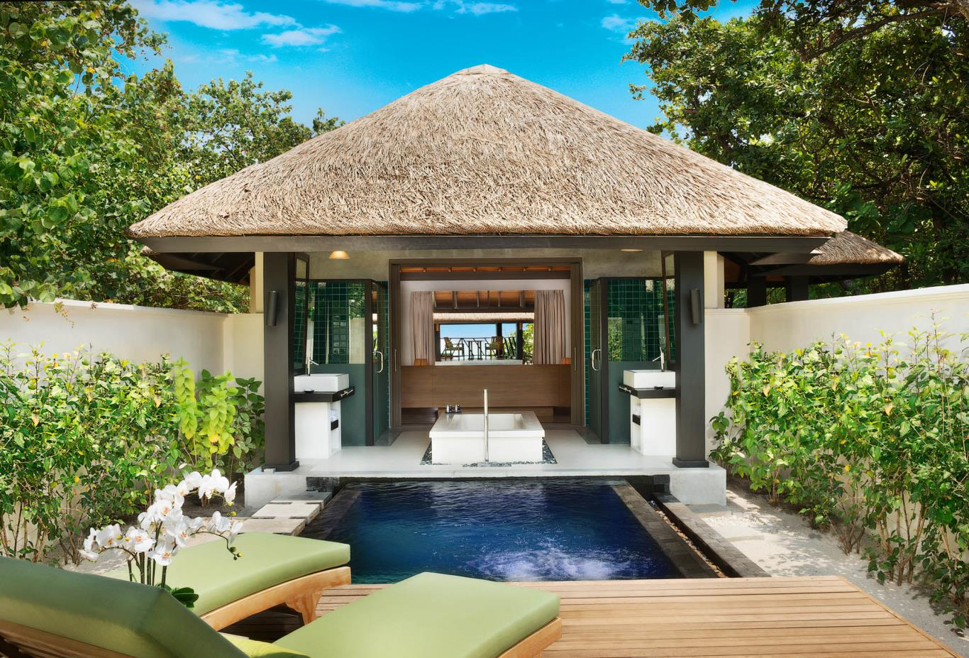Beach Bungalow With Plunge Pool Exterior