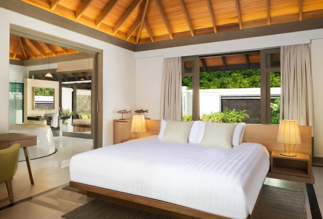 One Bedroom Beach Suite With Private Infinity Pool Bedroom