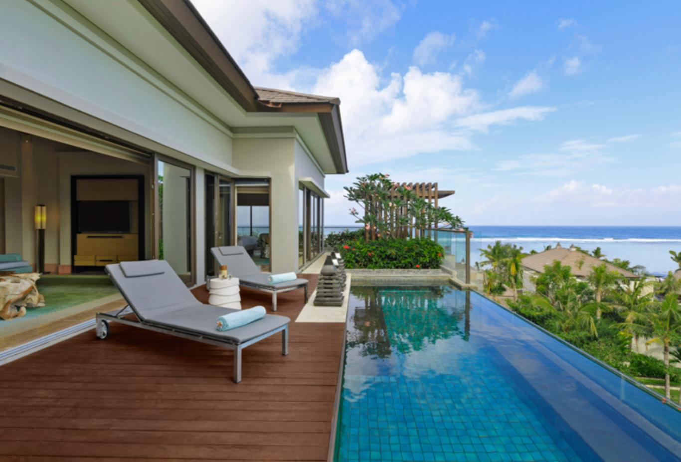 Sky Villa with Private Pool balcony