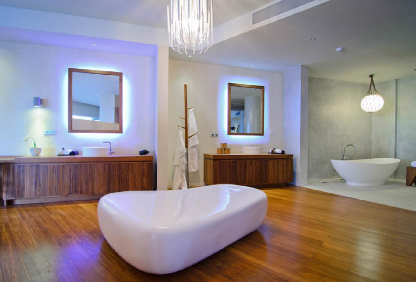 Ocean House bathroom bathtub