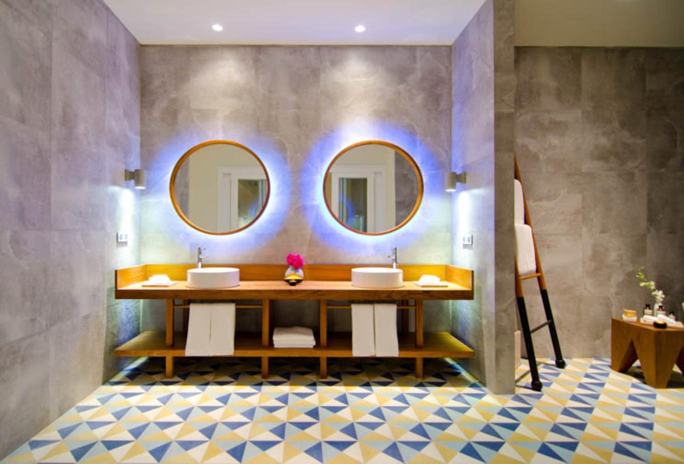 Ocean Lagoon Bathroom