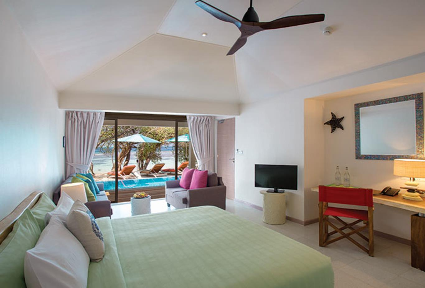 Beach Suite with Pool bedroom
