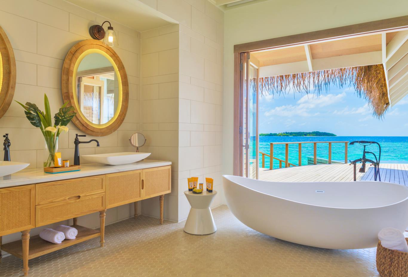 Water pool villa bathroom bathtub