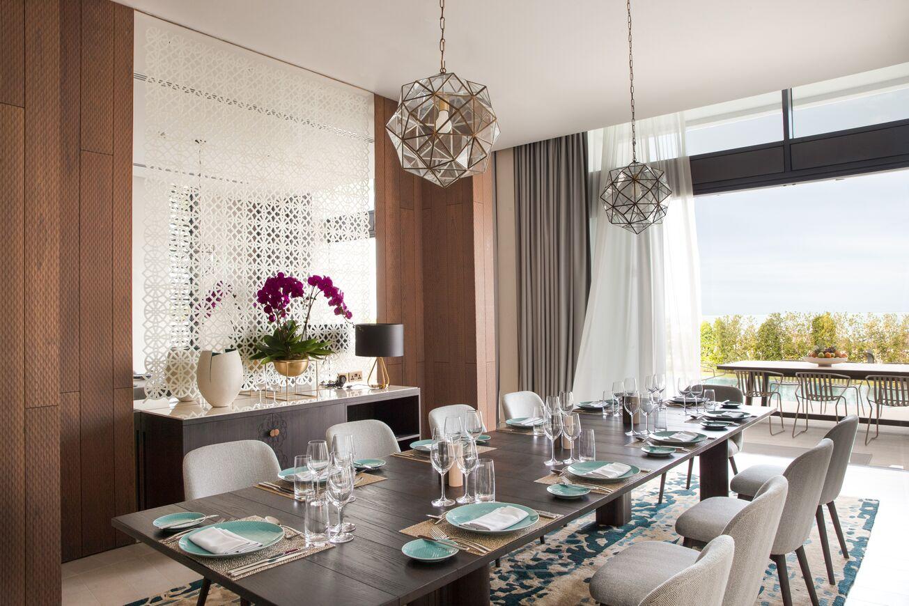 Four Bedrooms Villa   Dining Room