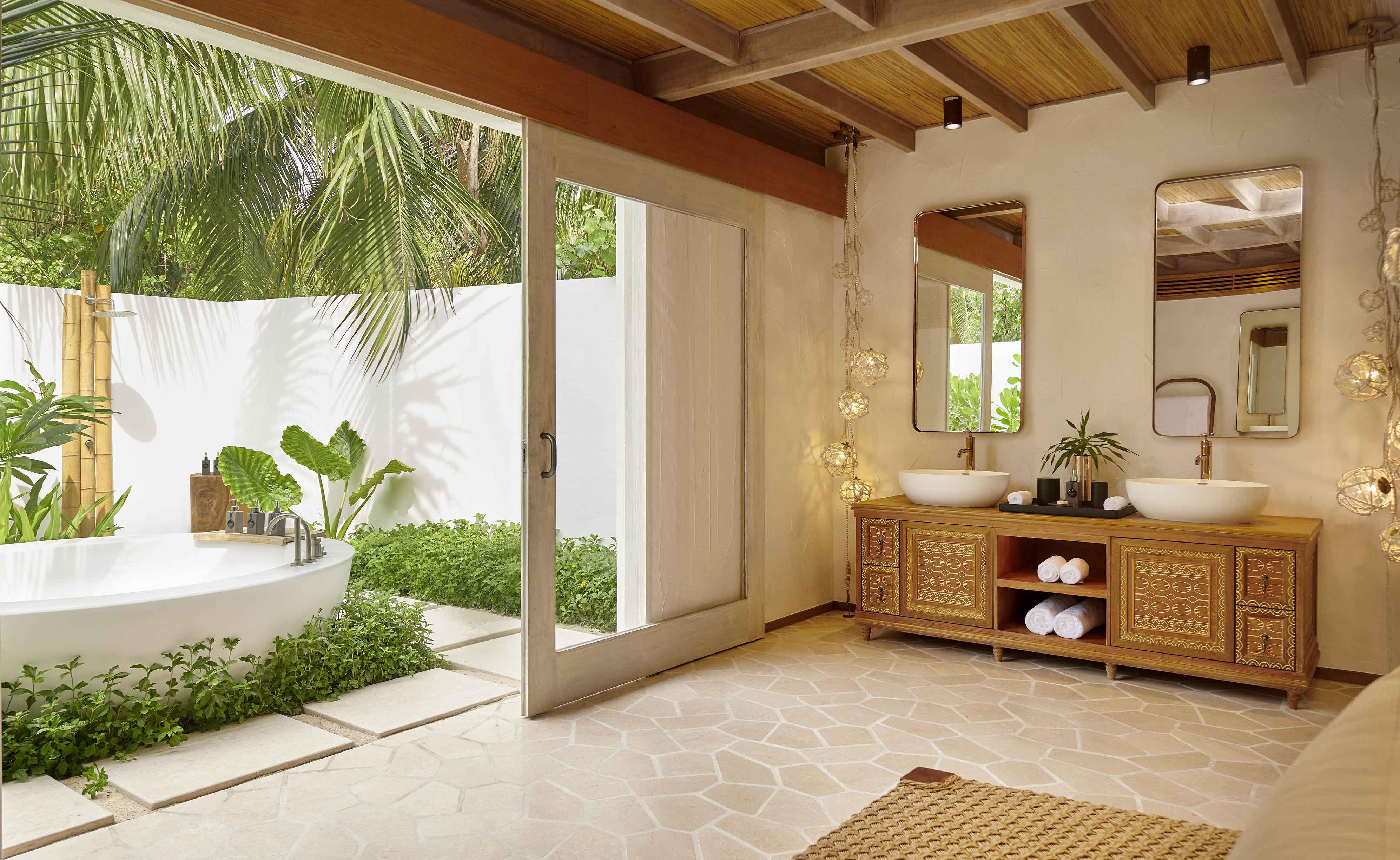 Deluxe Beach Sunset Villa outdoor bathroom