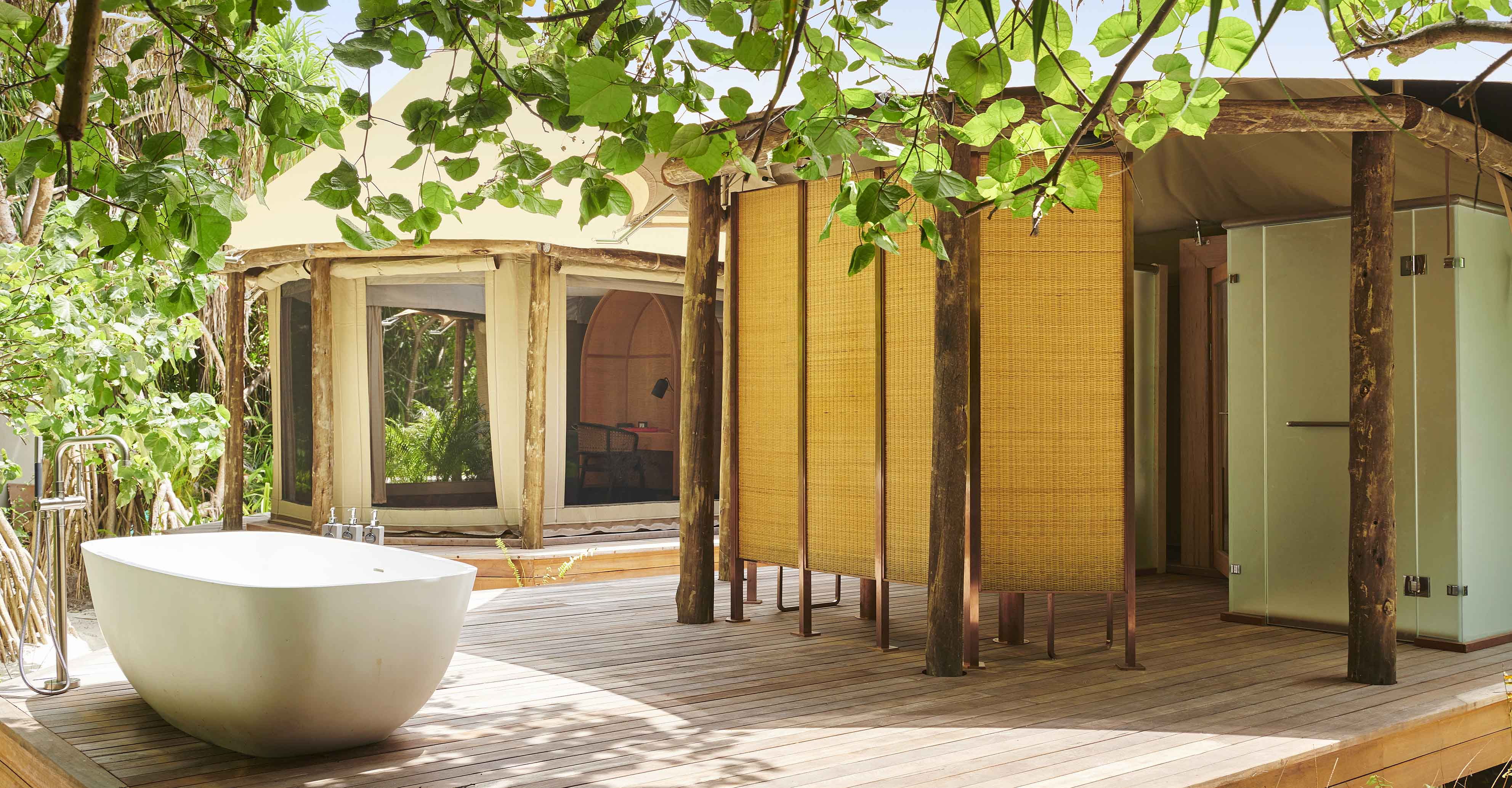Luxury Tented Jungle Villa tub