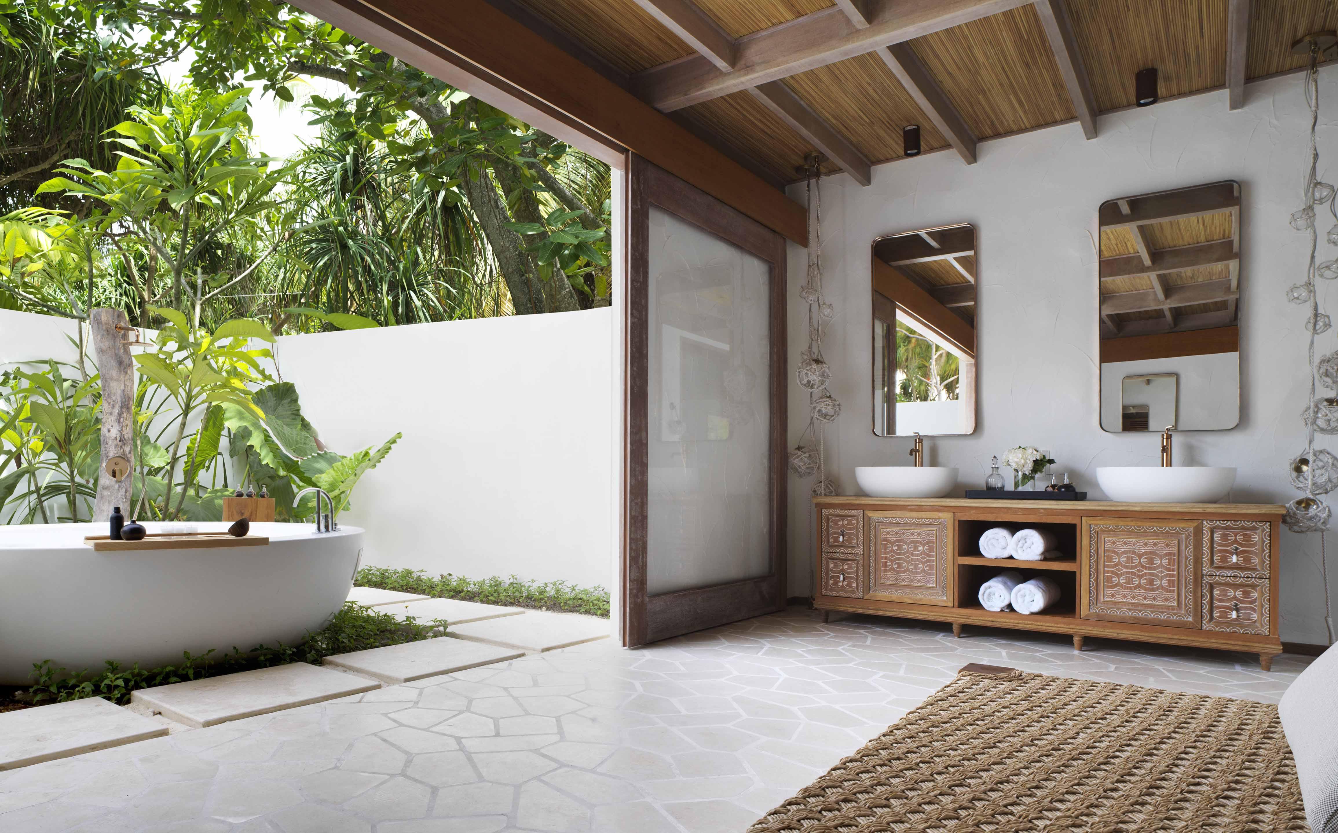 Deluxe Beach Sunrise Villa Outdoor bathroom