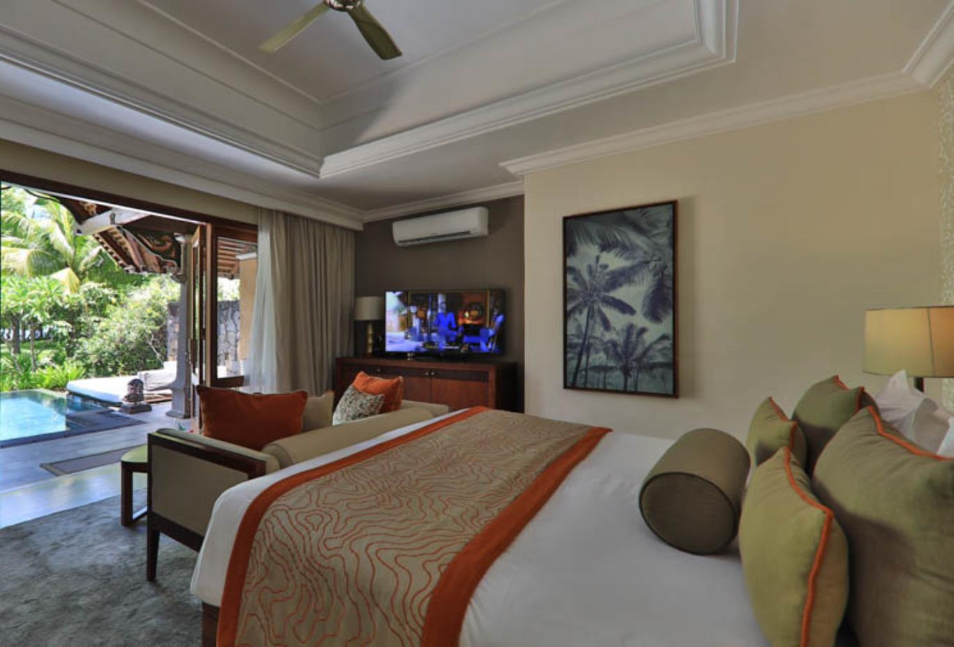 Beachfront Luxury Suite Pool Villa bedroom