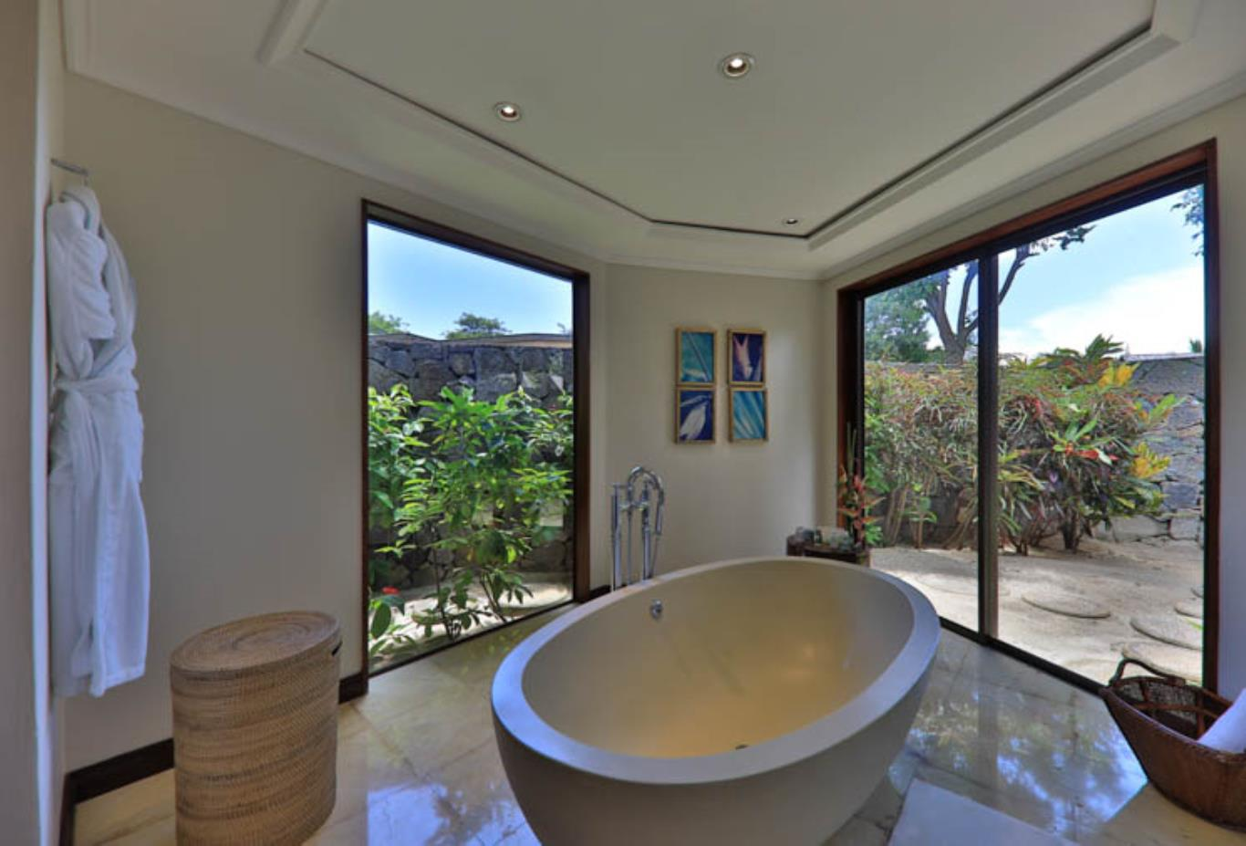 Exclusive Suite Pool Villa bathtub and views