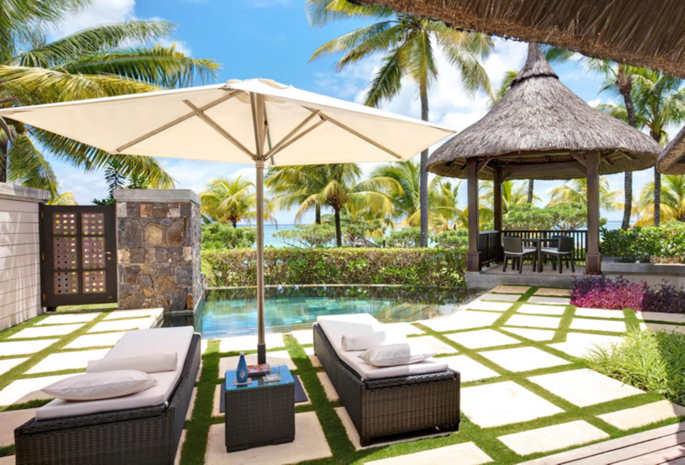 Beachfront Villa pool and garden