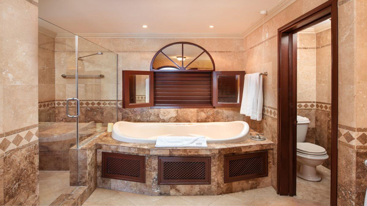 2 bedroom Ocean View Suite with Plunge Pool bathroom