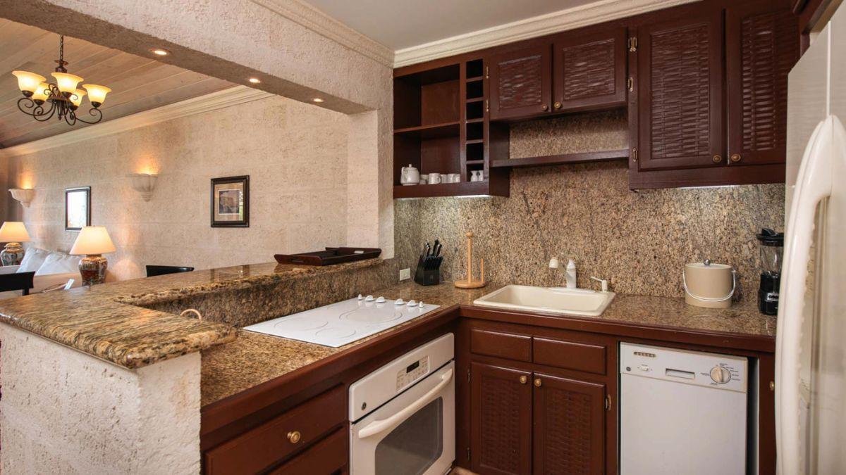 2 bedroom Deluxe Garden Pool kitchen