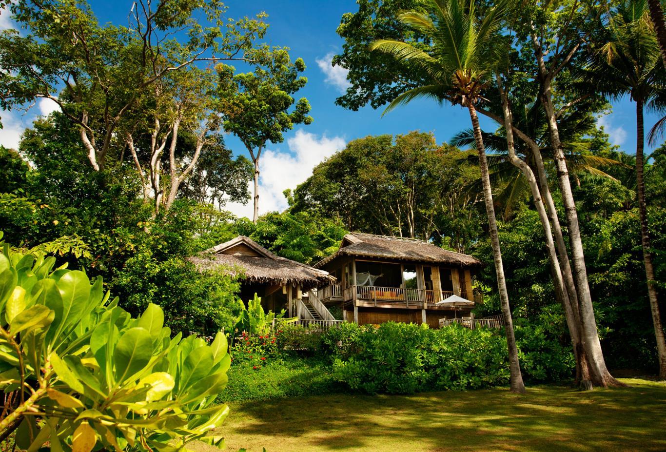 Beachfront Pool Villa Suite exterior