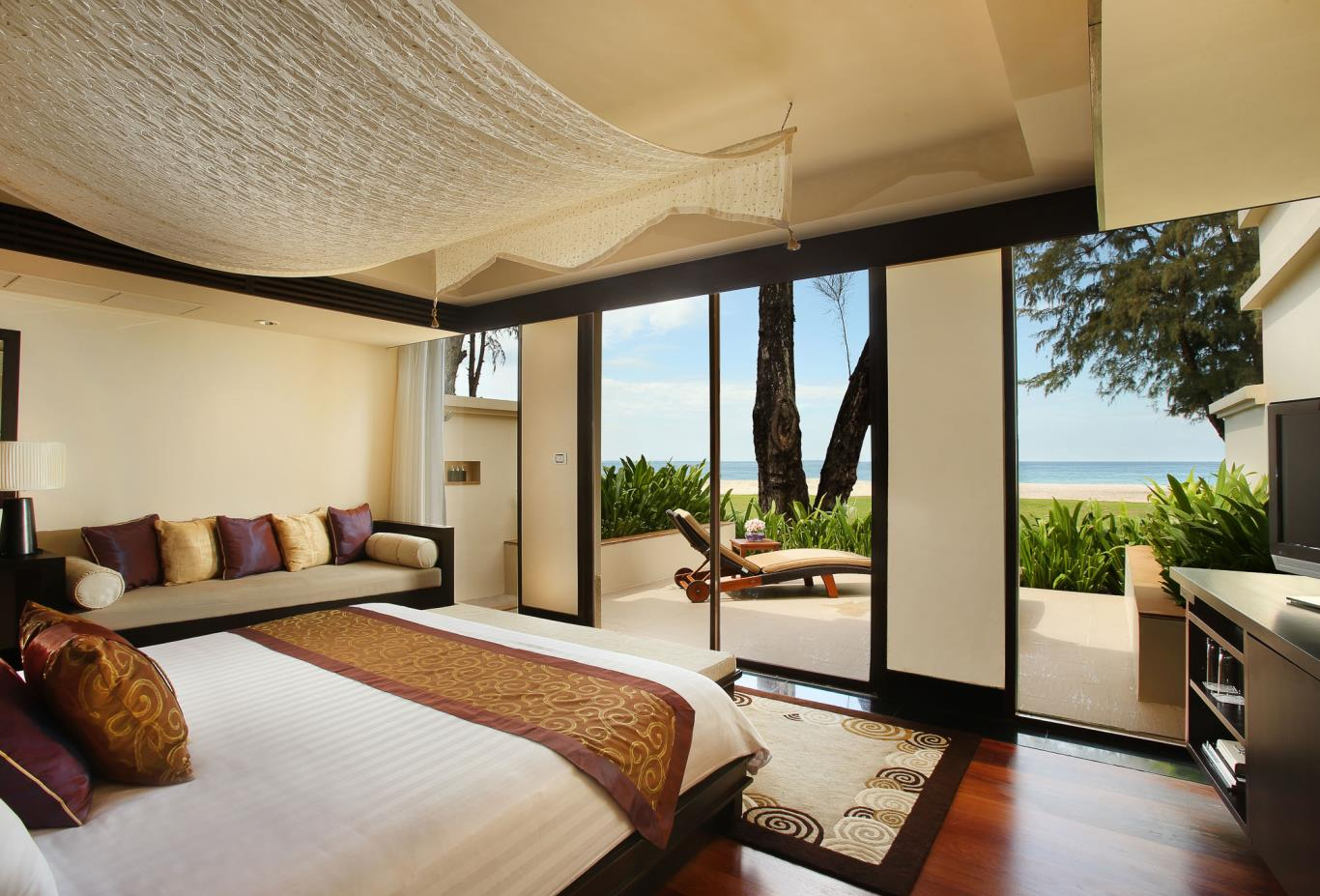 Ocean Front Pool Villa Master Bedroom