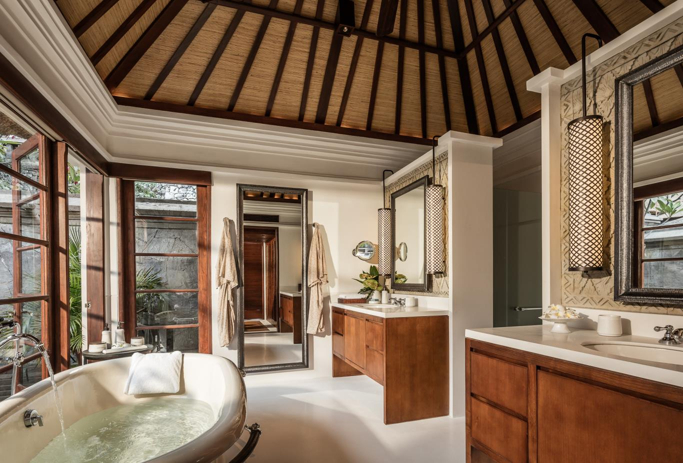 Premier and Deluxe Villa Bathroom
