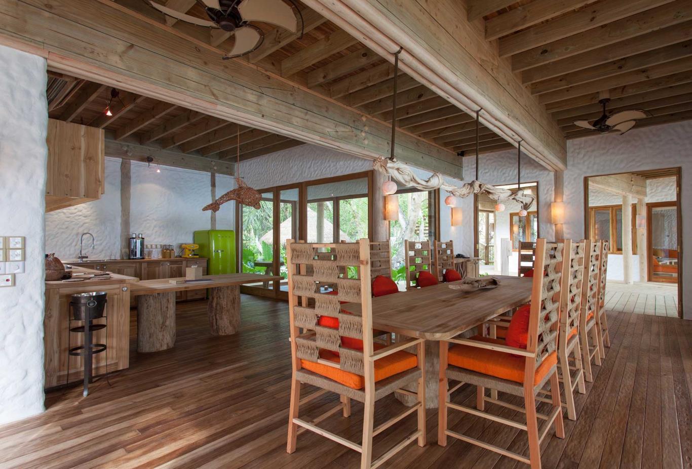 Villa 14 Dining