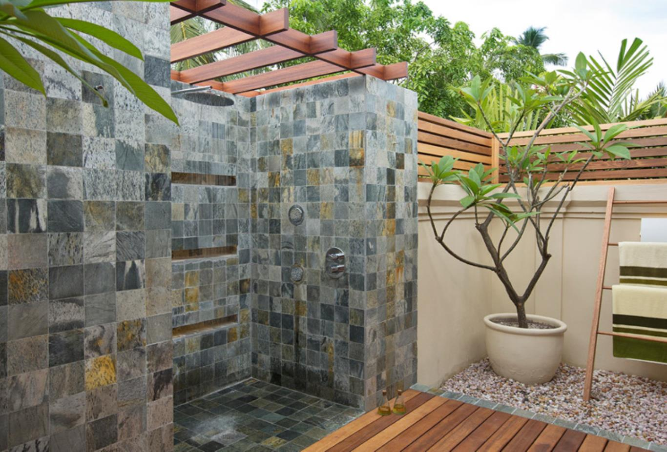 Presidential pool villa outdoor shower