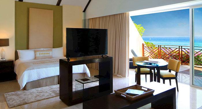 Double room with balcony overlooking the sea