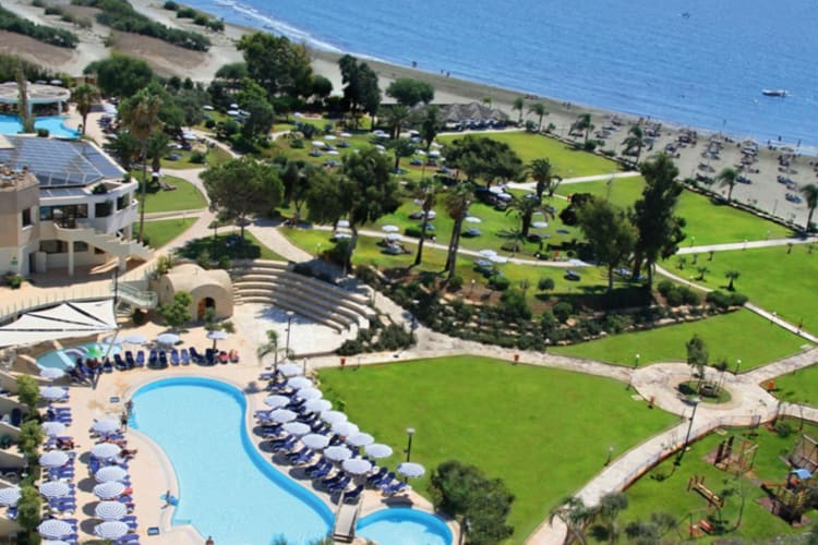 Hotel-Grounds-1