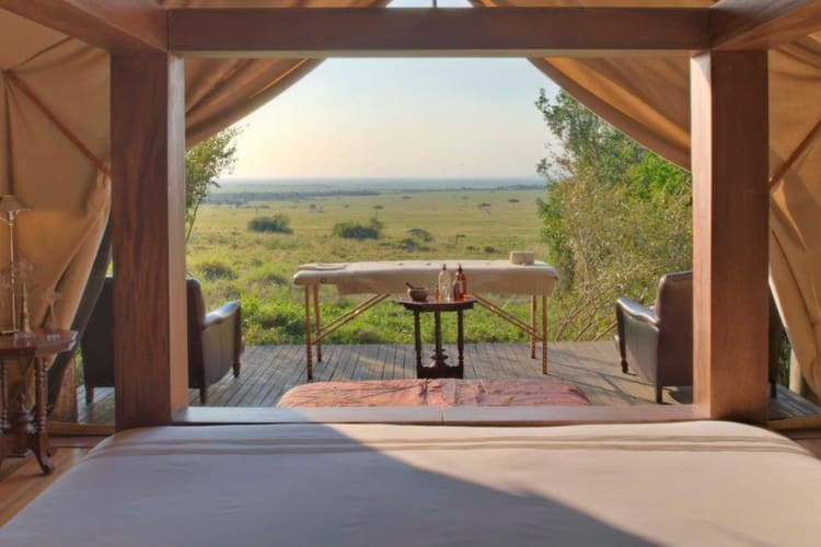 Bateleur-camp bedroom with massage table