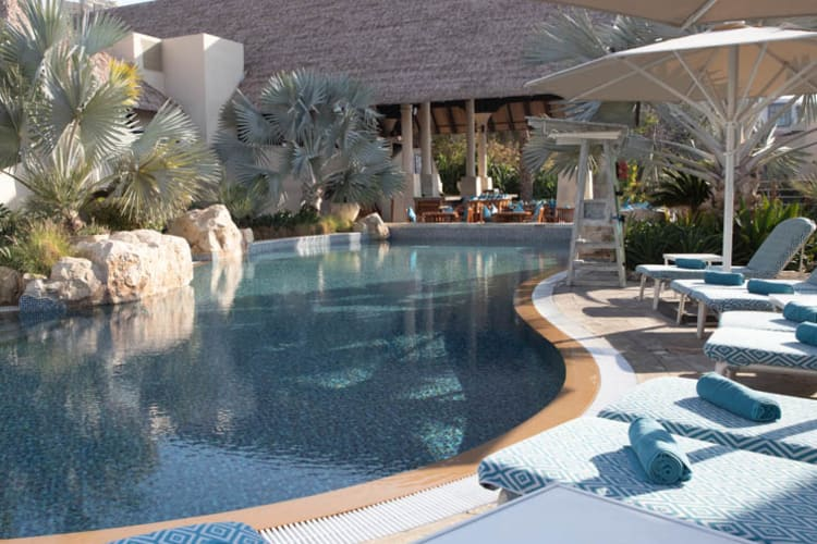 Beit Al Baahr pool and beds