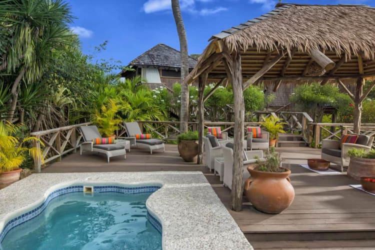 Spa pool and lounge