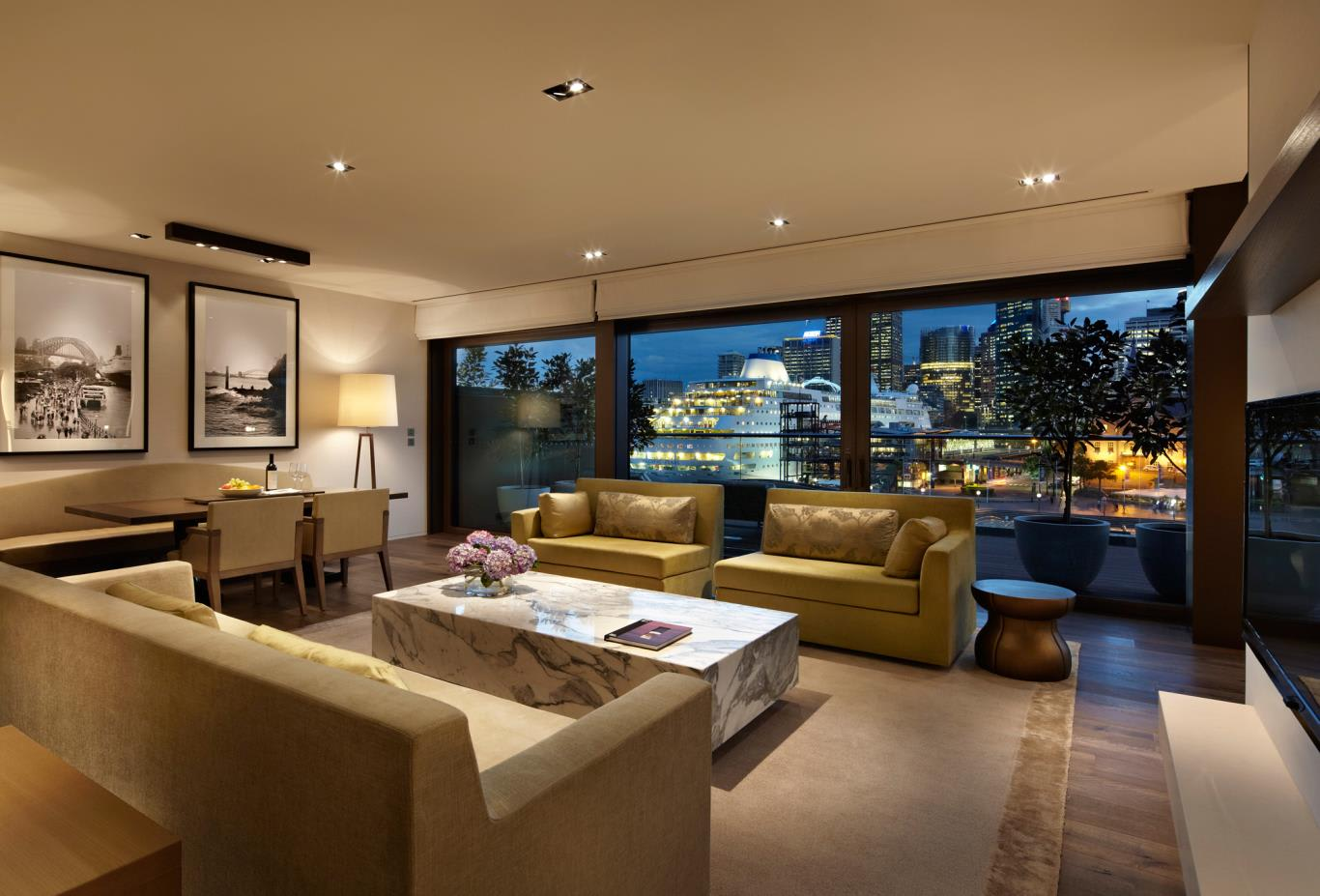 Rooftop-Suite-Lounge-Room