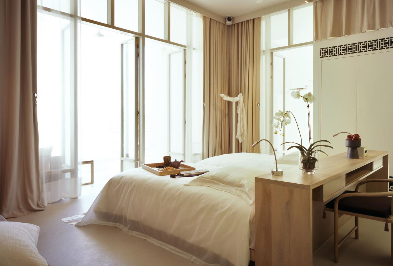 Deluxe-Balcony-Bedroom