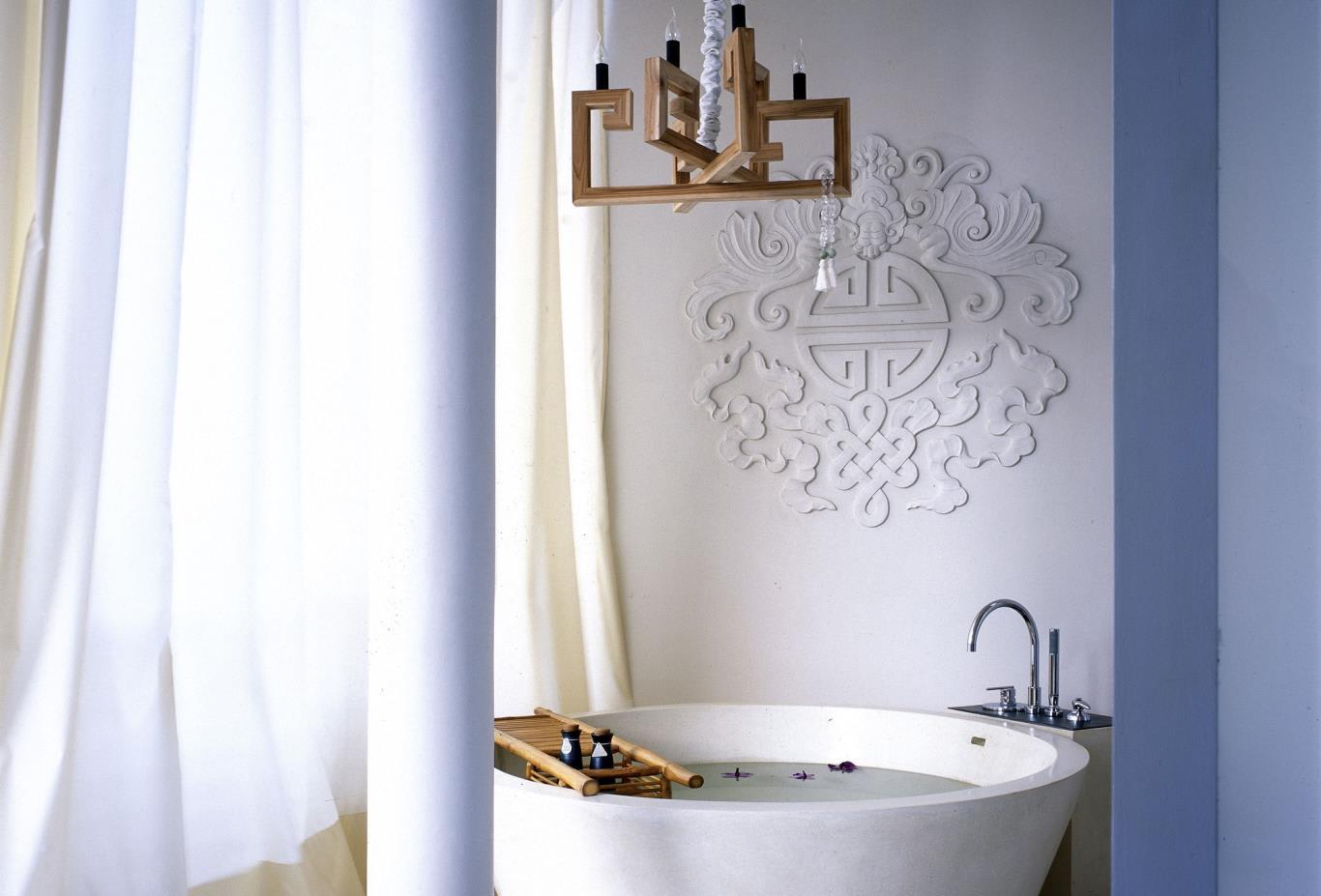 Deluxe-Balcony-Bathroom