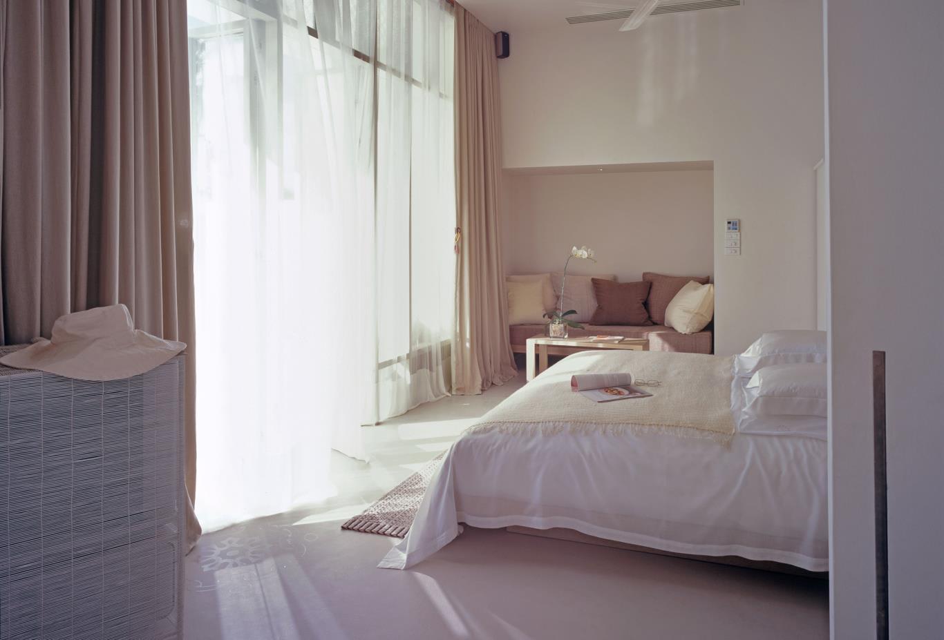 Garden-Pool-Villa-Bedroom
