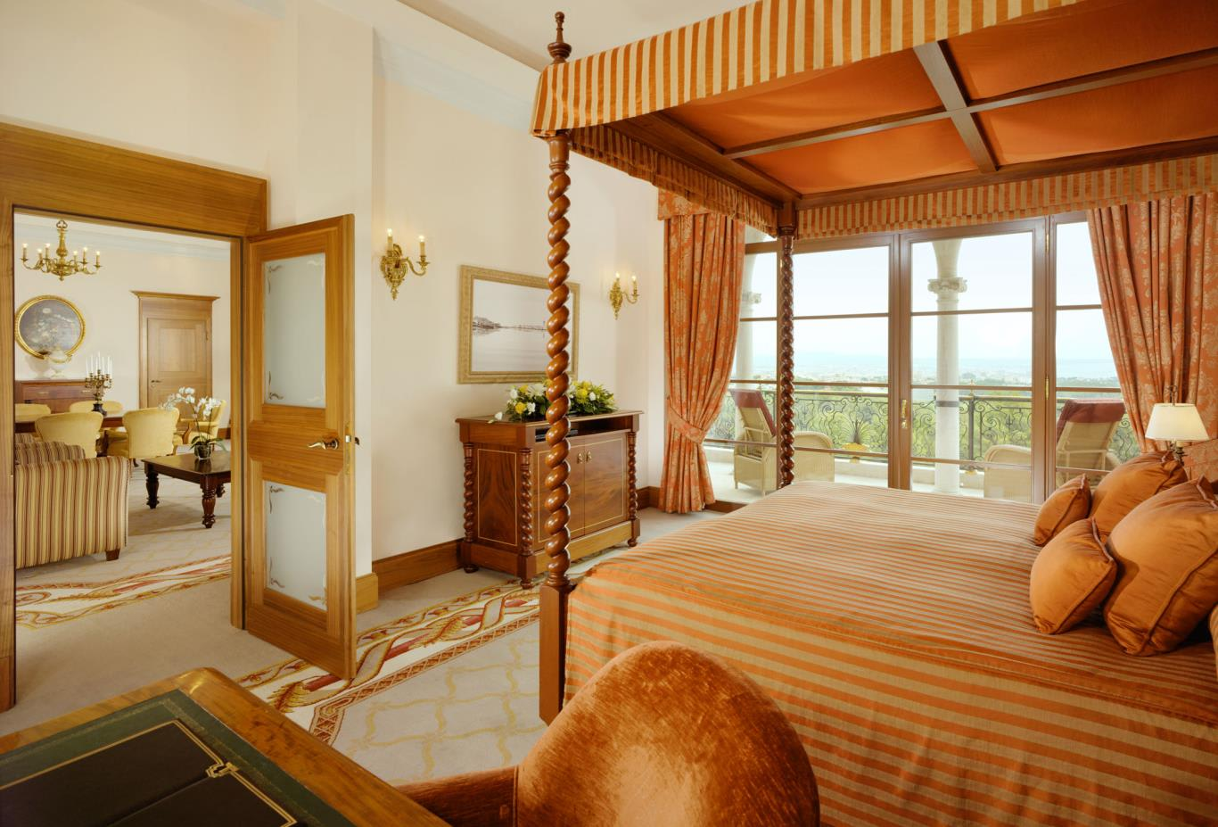 Royal-Suite-Bedroom