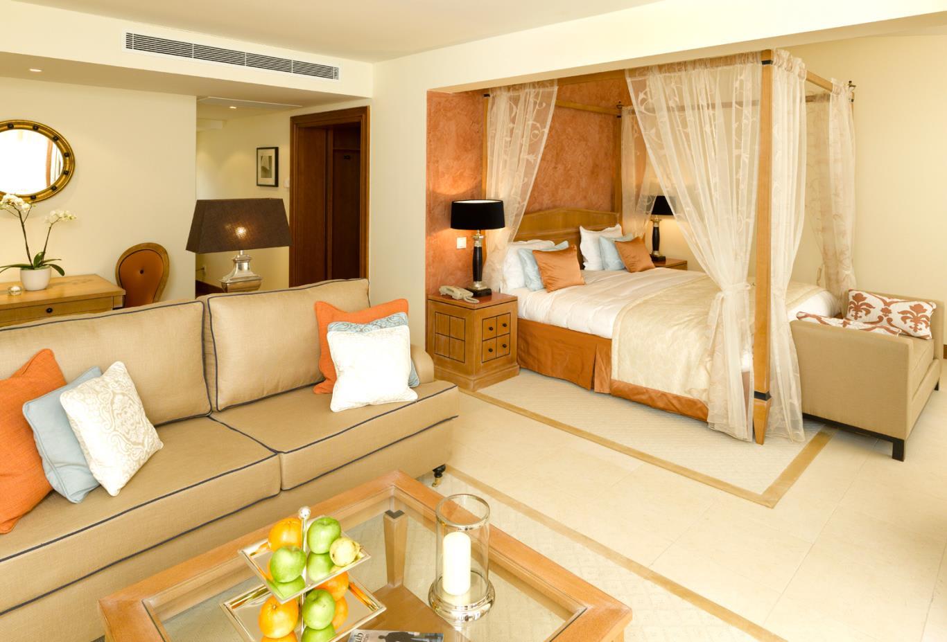 Oasis Premium Rooftop living room