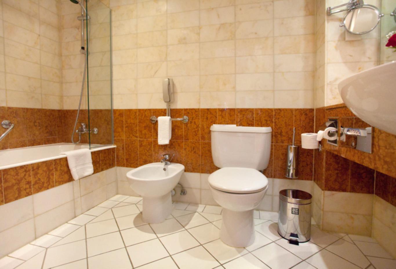 Executive Marina bathroom