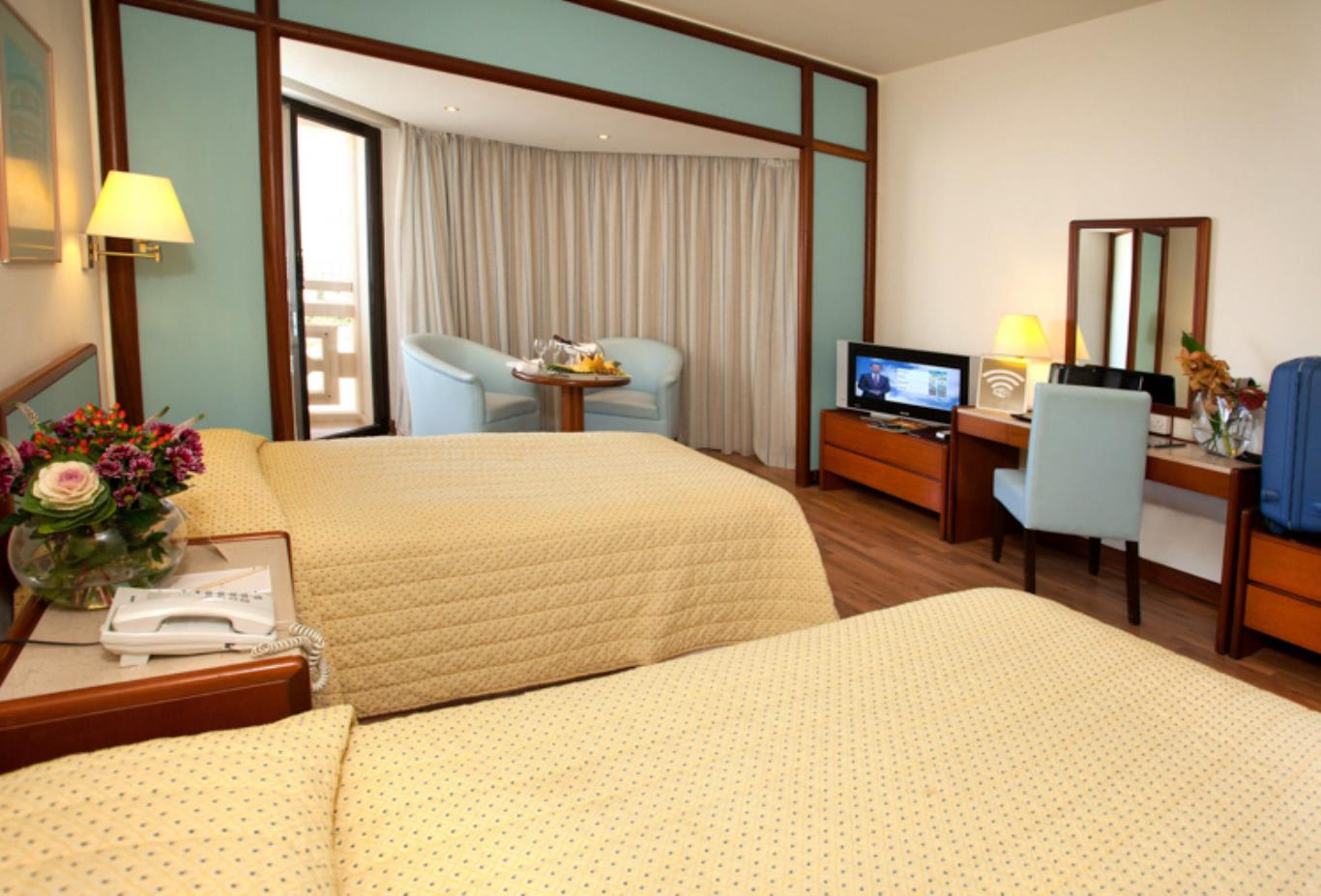 Sea View Twin beds