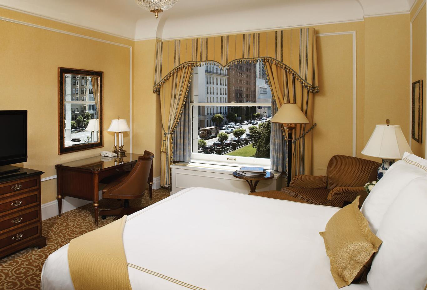 Fairmont exterior room (King bed)
