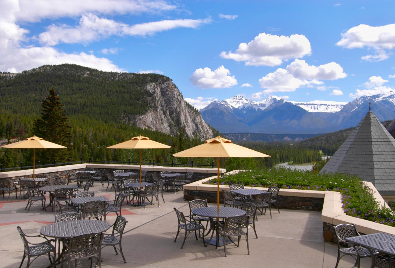 Rundle Lounge Patio