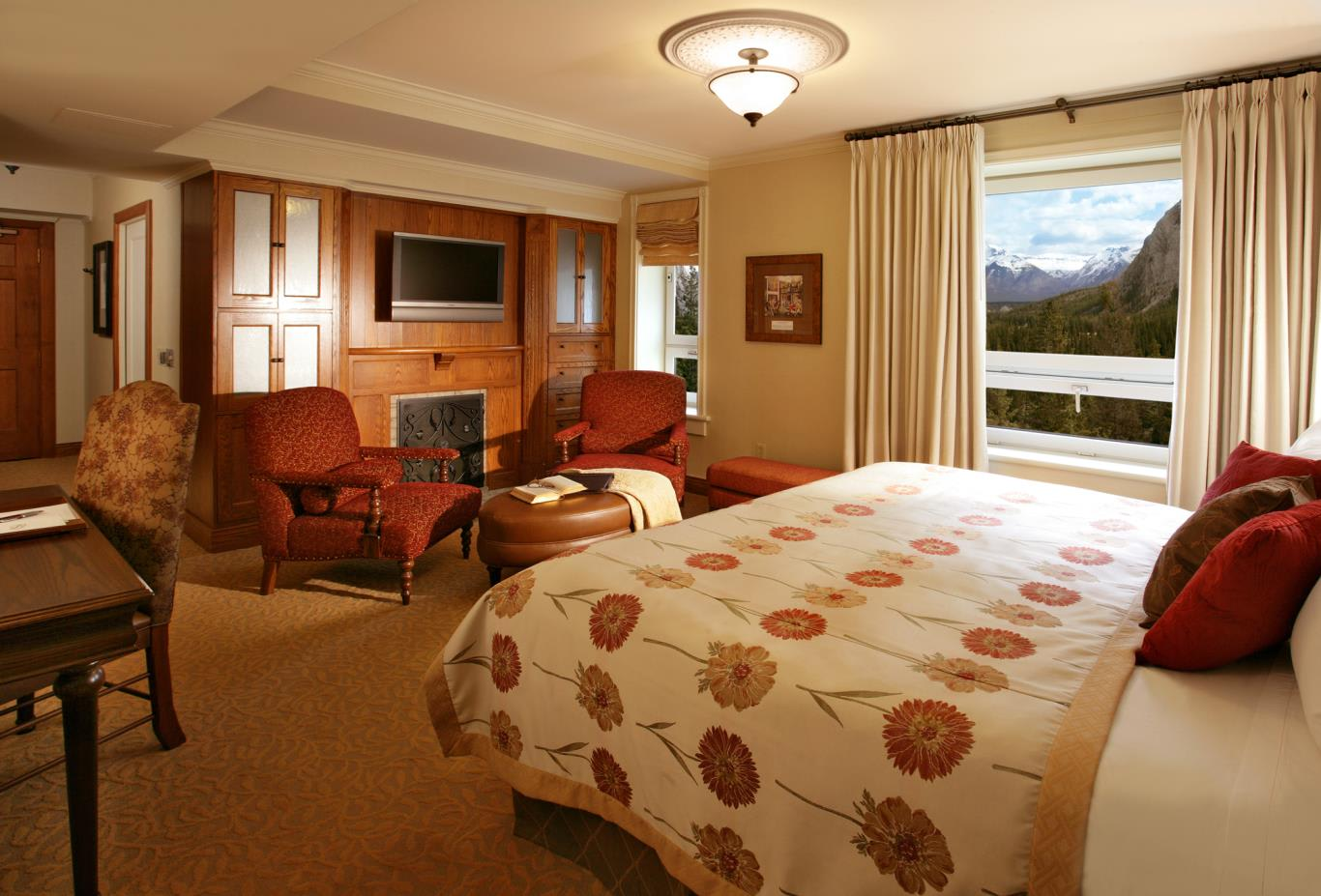 Stanley Thompson Deluxe Mountain View Room