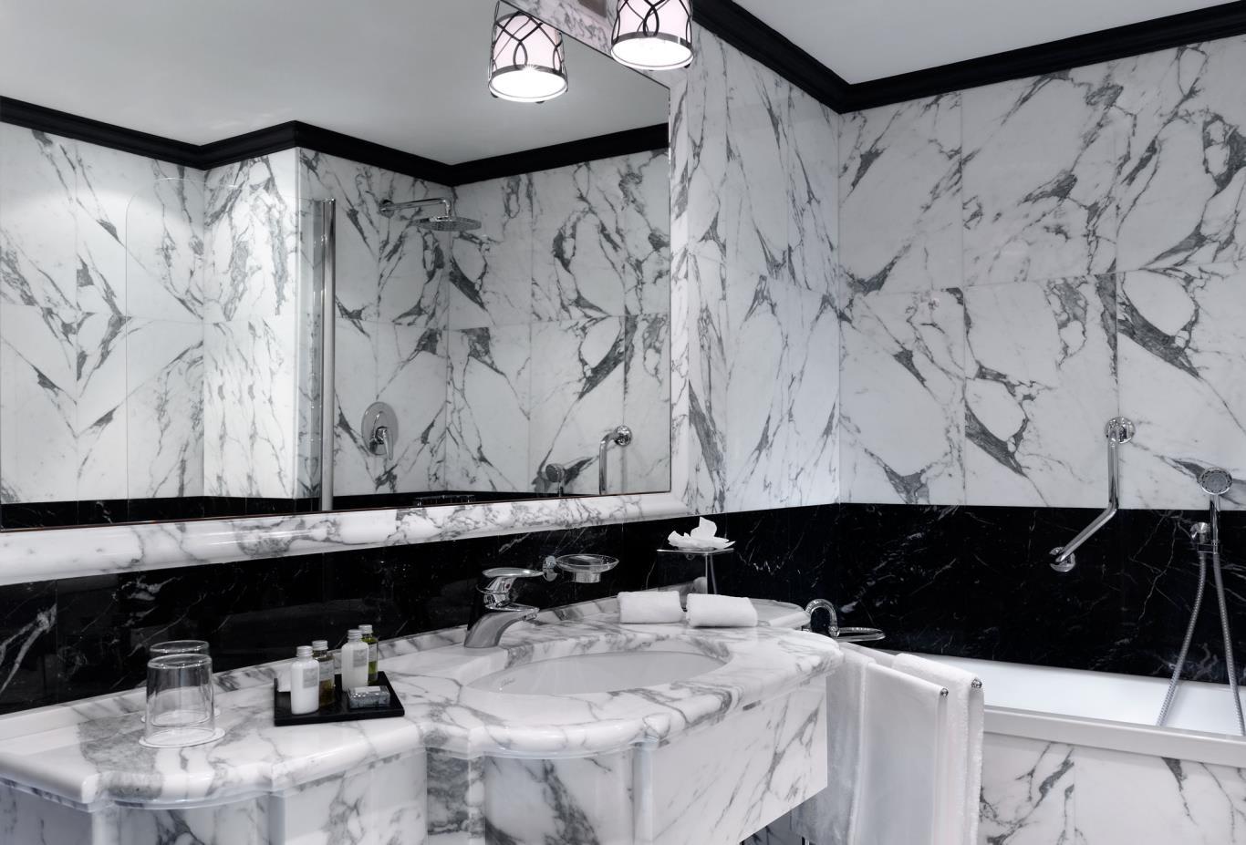 LuxuryLagoonViewRoomBathroom