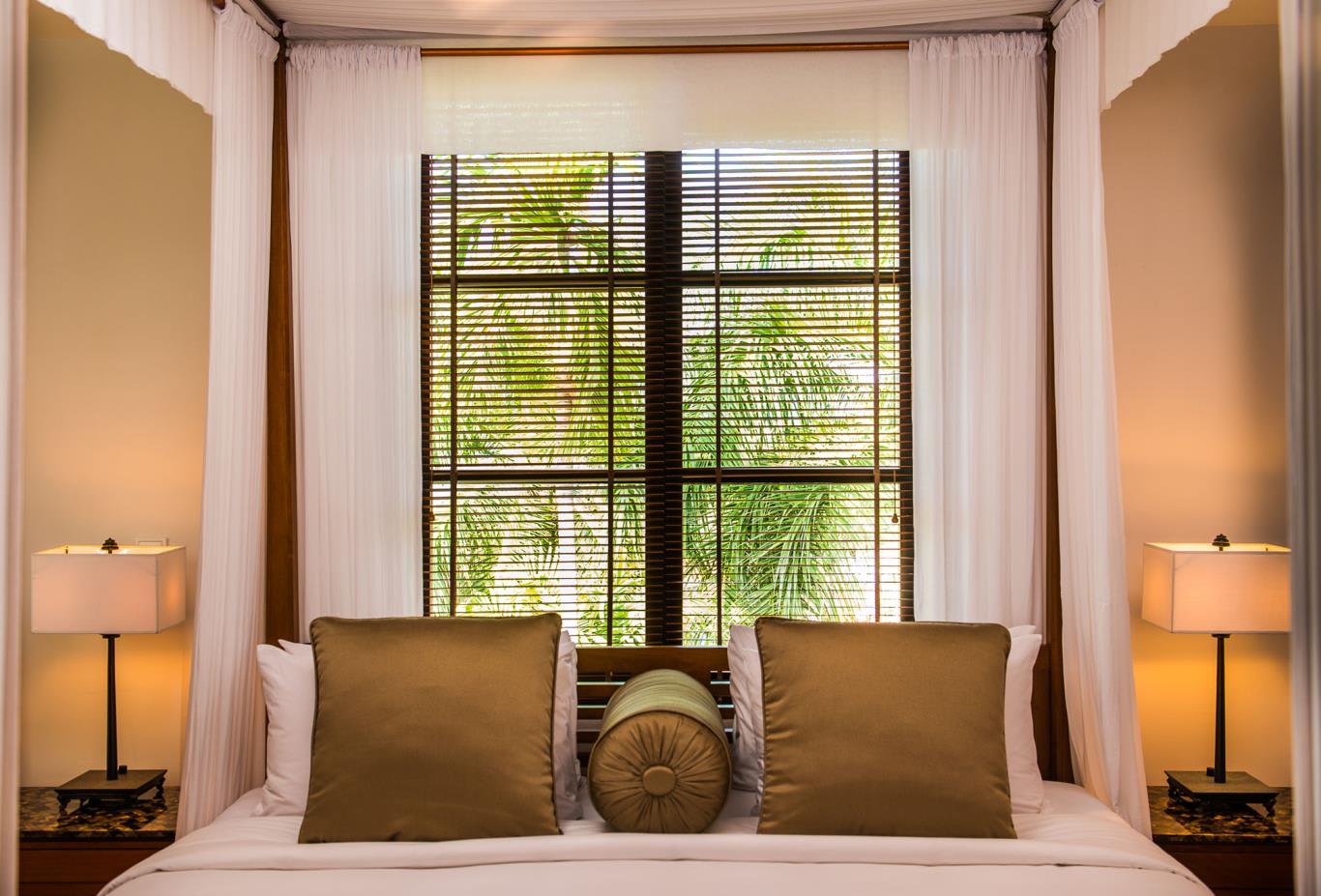 1Bedroom-Deluxe-Suite-Bedroom
