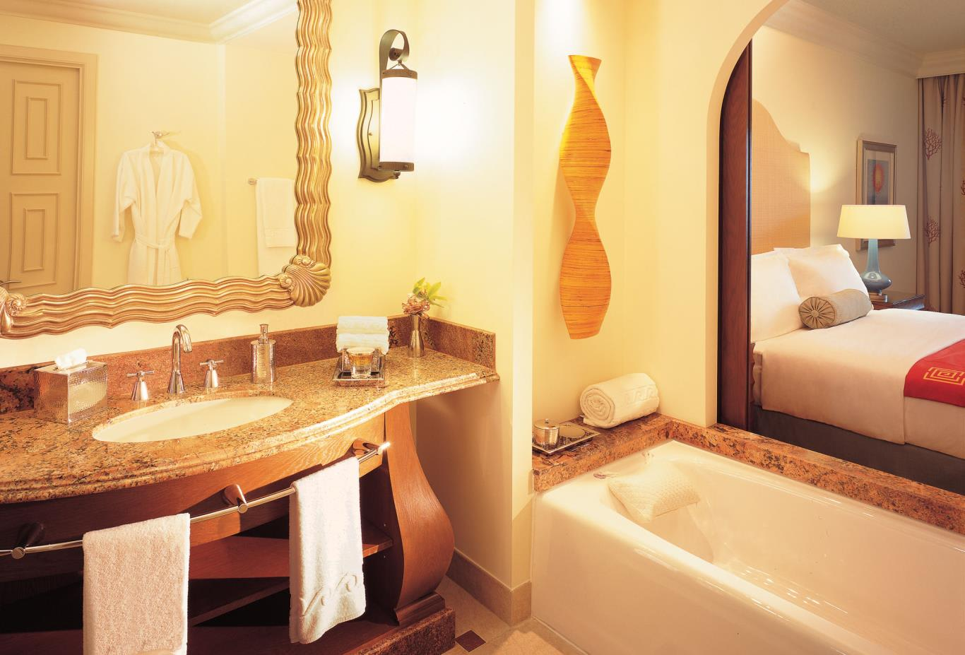 Deluxe-room-bathroom
