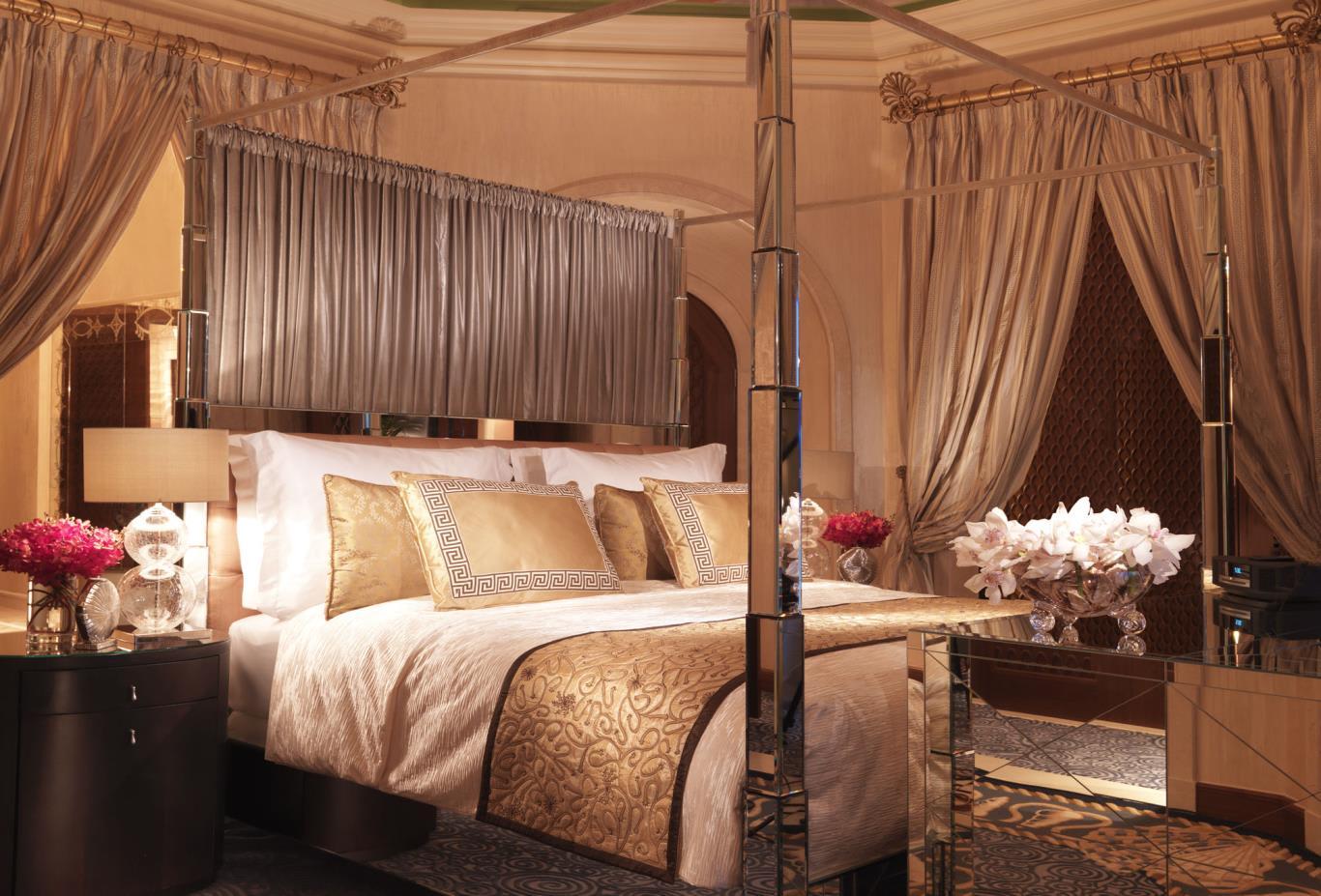 Royal-Bridge-Suite-Master-Bedroom