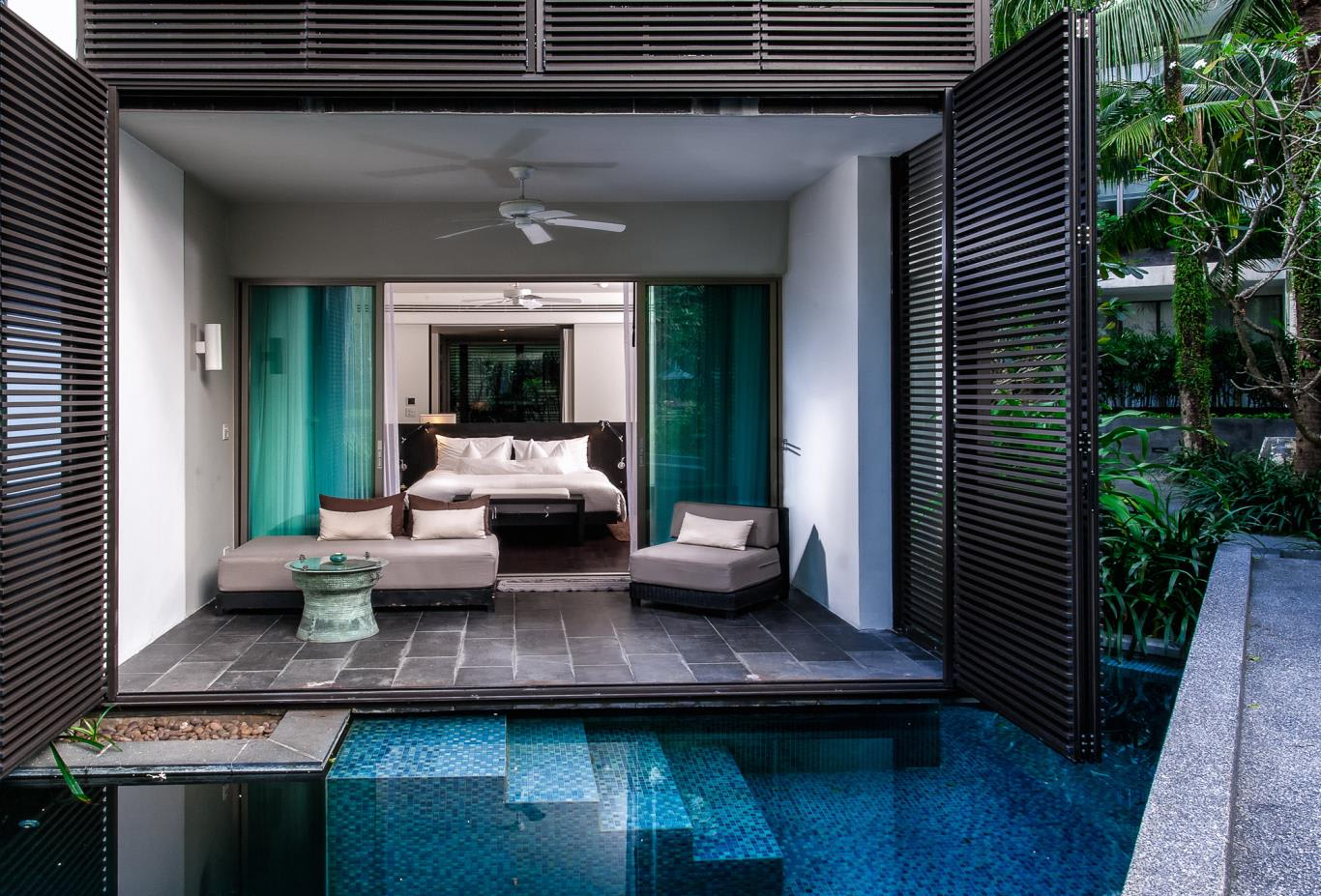 Grand Deluxe Lagoon Pool Room