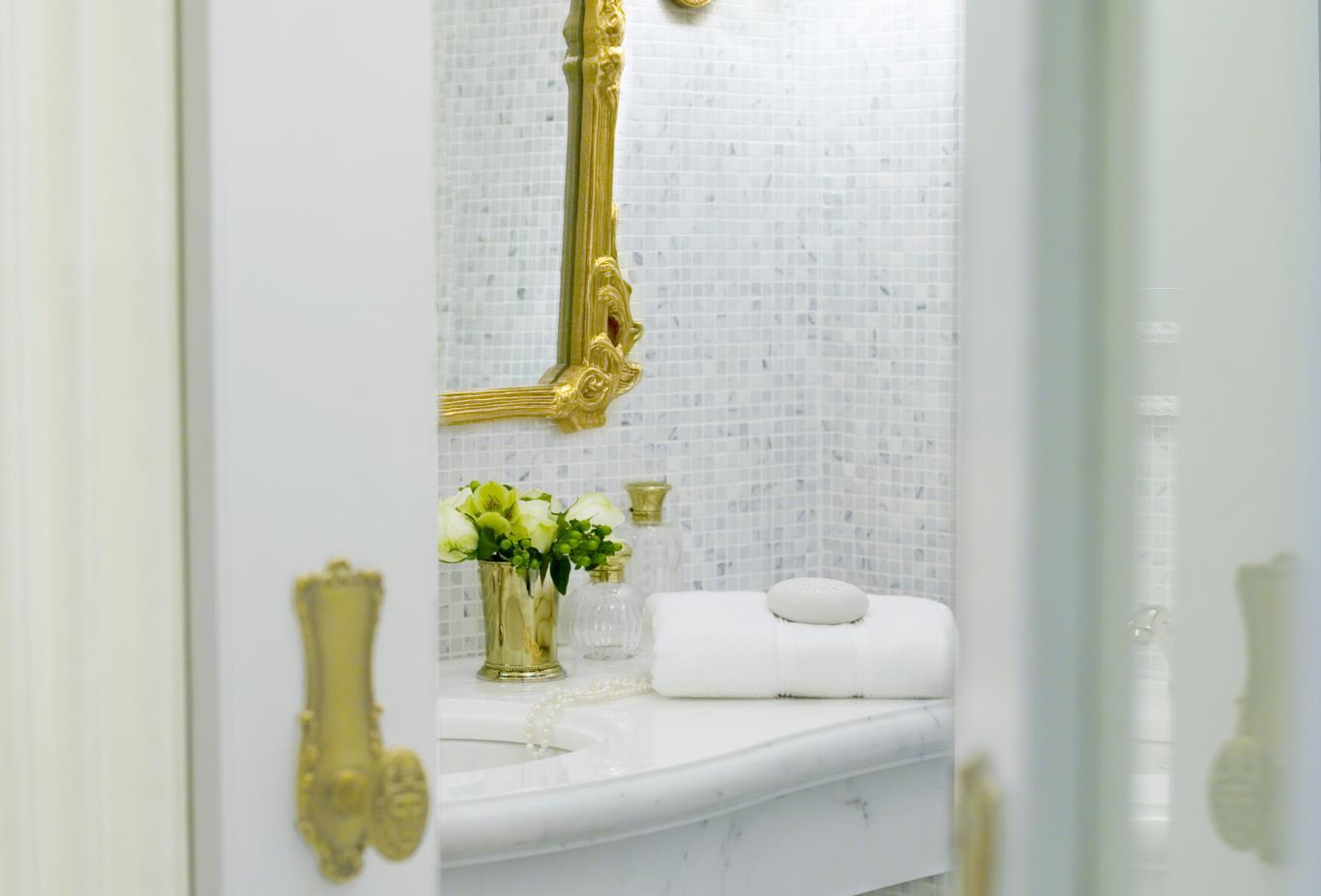 Plaza Bathroom