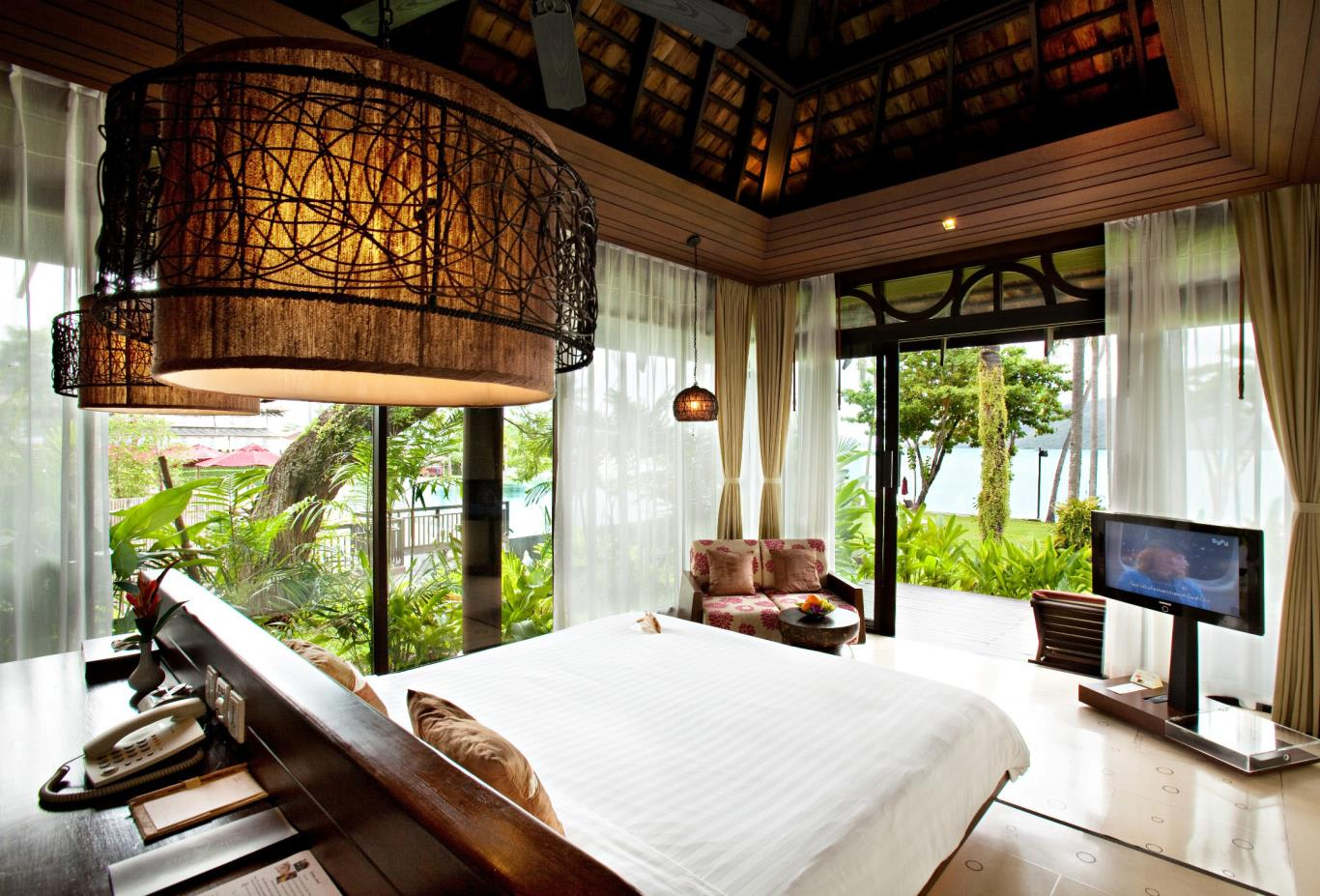 Deluxe-Beachfront-Villa-Bedroom