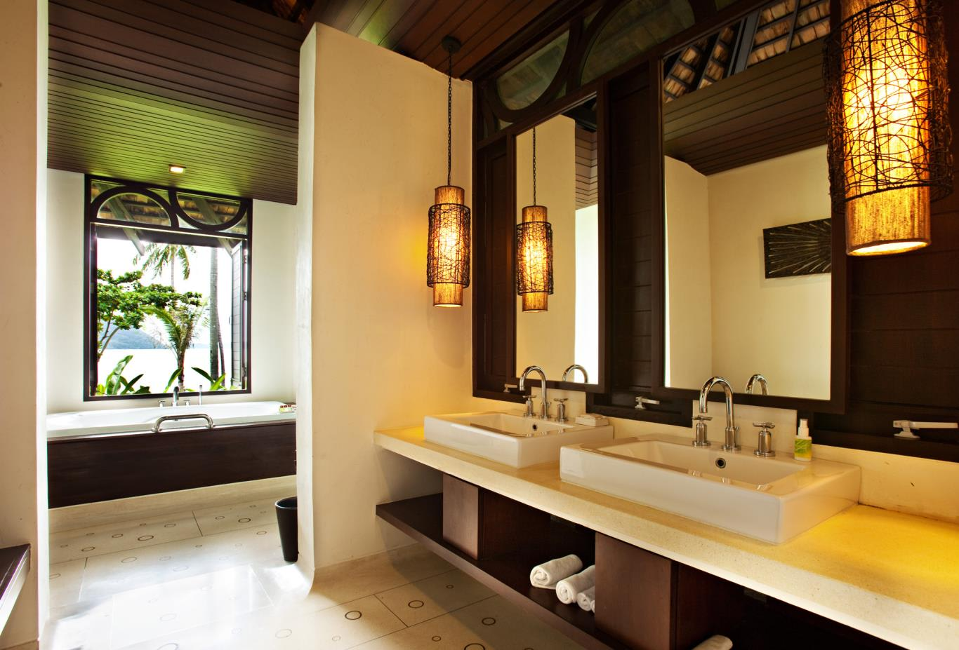 Deluxe-Villa-Beachfront-Villa-Bathroom