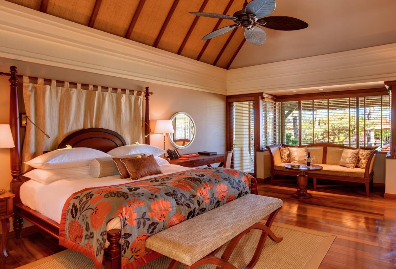 Junior Suite Beachfront Bedroom