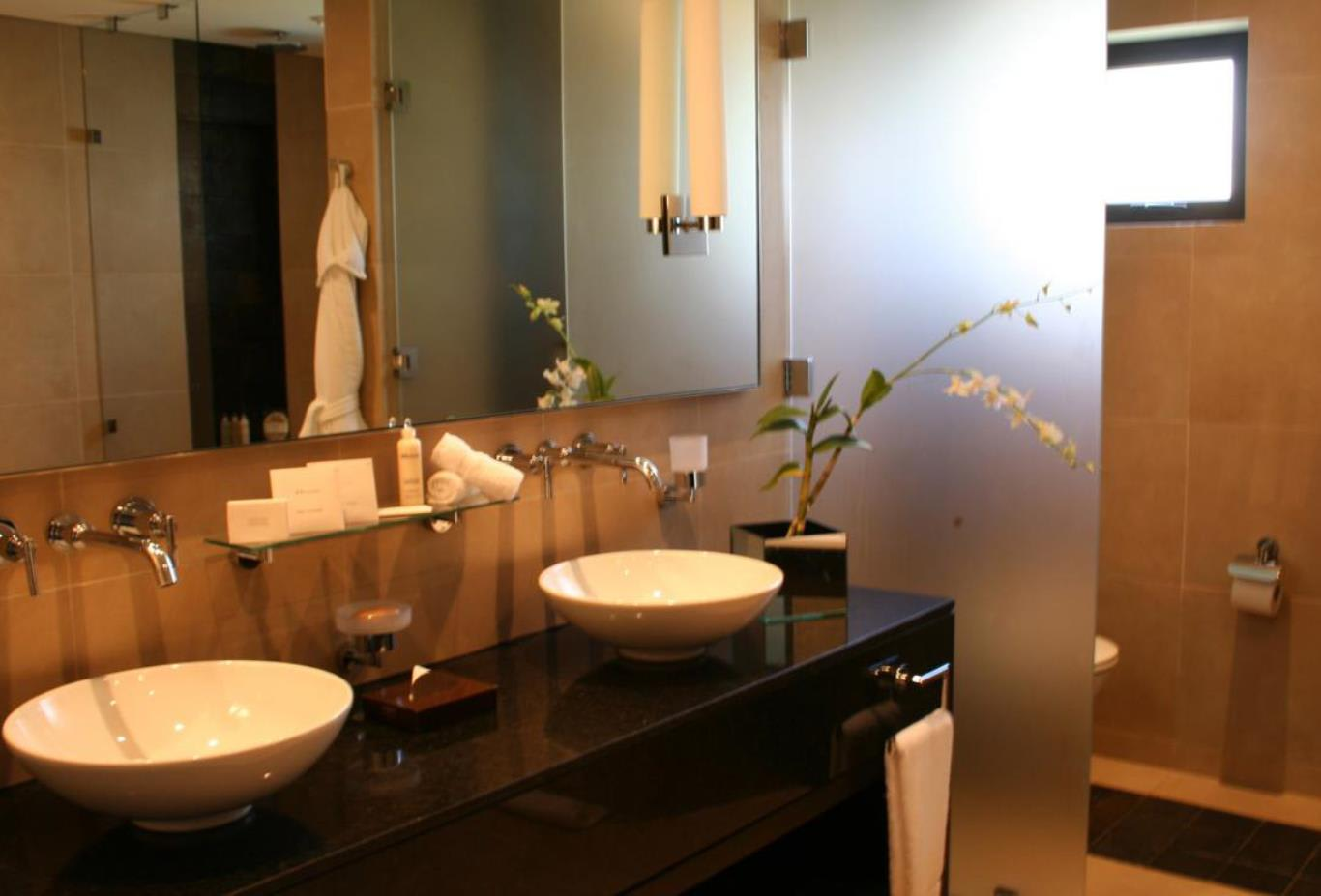 Prestige Suite bathroom basins
