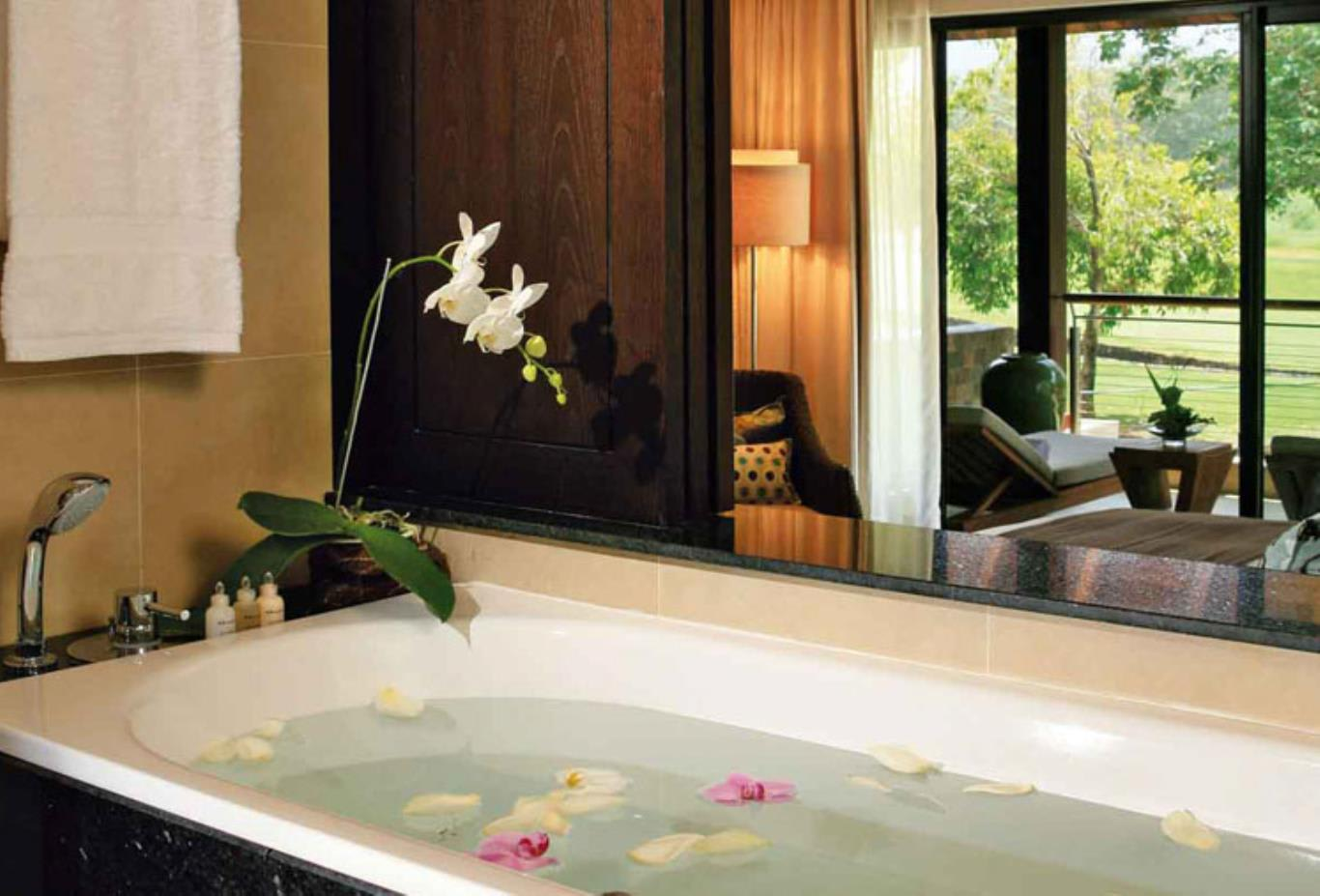 Prestige Suite bathtub